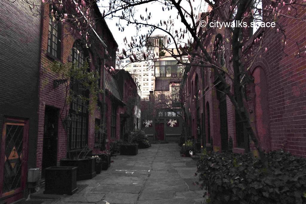 Stable court, Manhattan